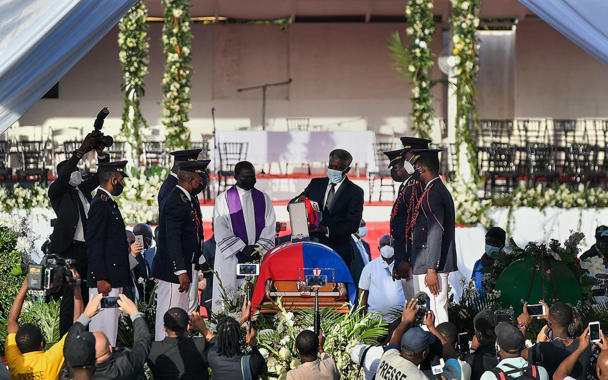 Похороны убитого президента Гаити Жовенеля Моиза в городе Кап-Аитьен, Гаити