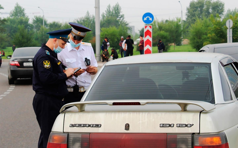 <p>Погасить задолженность нарушитель может прямо на месте, в противном случае на его имущество могут наложить арест, например, на саму машину.</p>