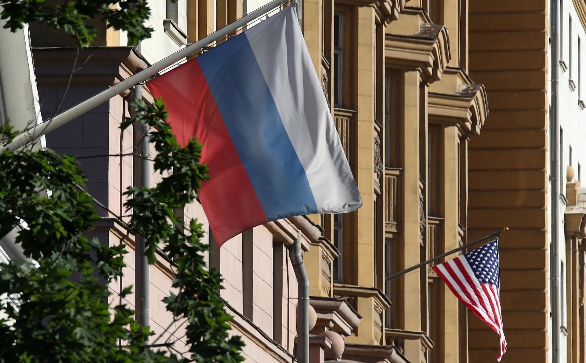 Госдеп отнес желающих получить визу россиян к «бездомным национальностям»