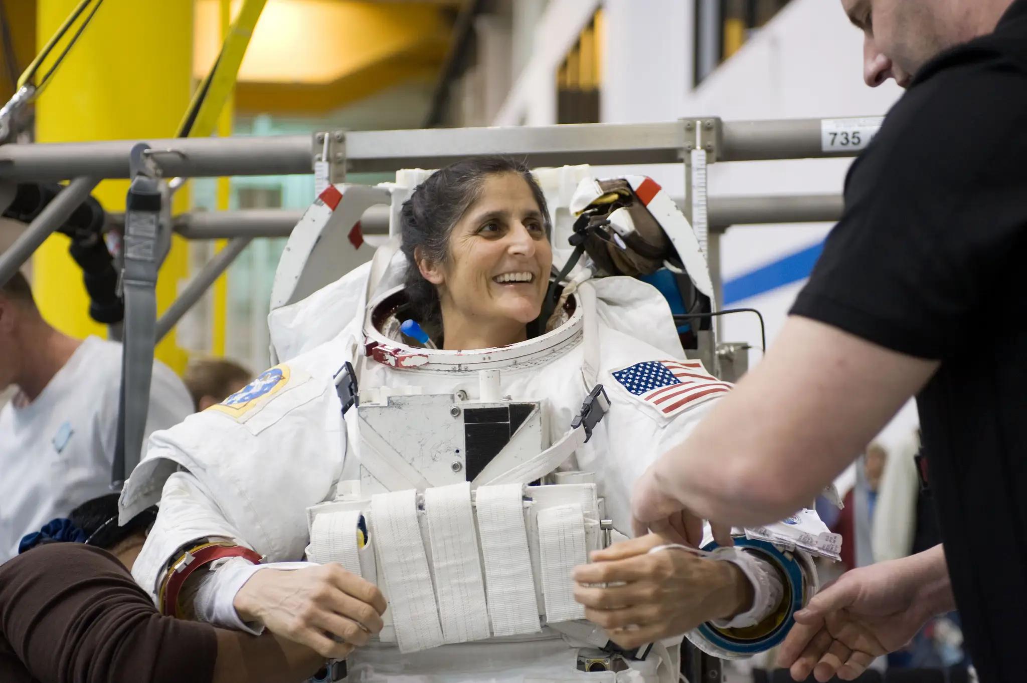 Астронавт NASA Сунита Уильямс во время тренировки