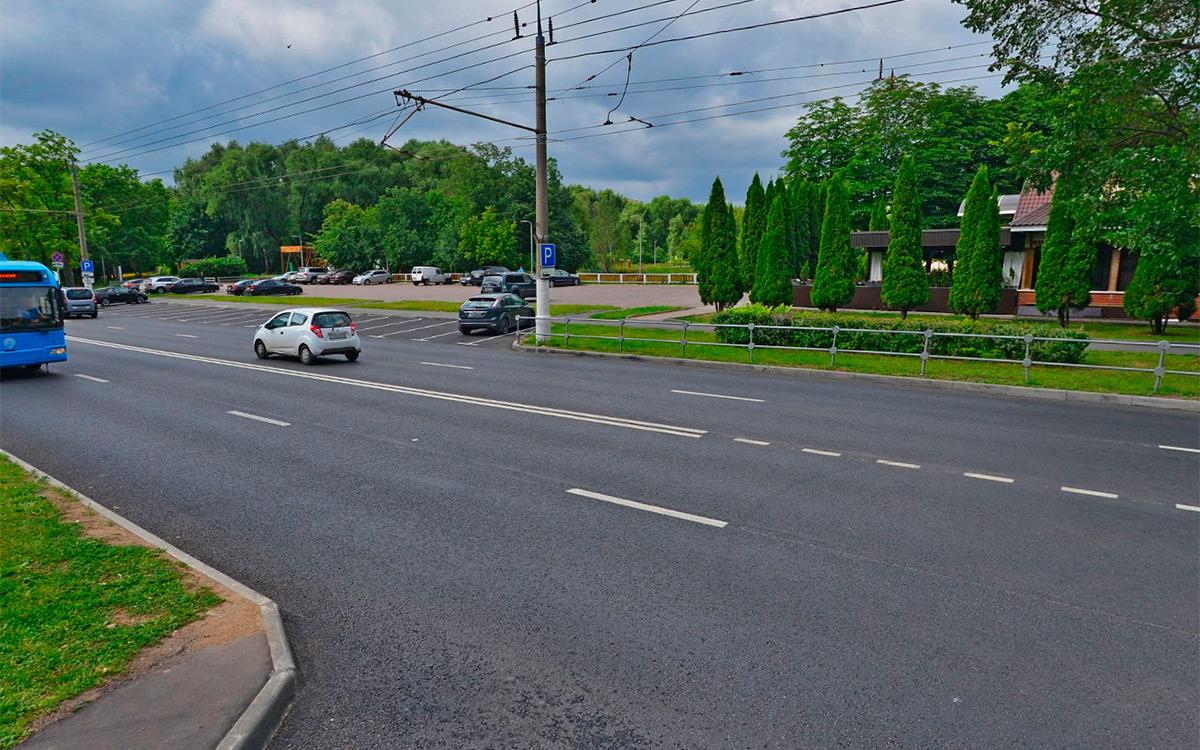 <p>При выезде с прилегающей территории налево водители часто &laquo;цепляют&raquo; сплошную разметку.</p>