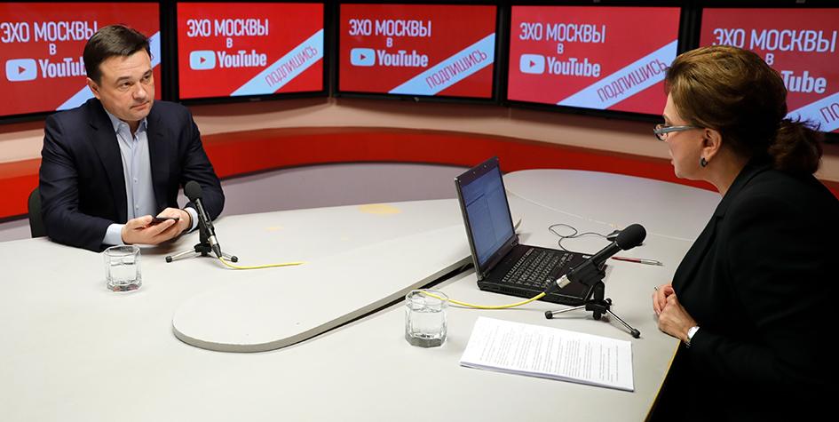 Губернатор Московской области Андрей Воробьев во время прямого эфира на тему «Экологическая катастрофа в Подмосковье» на радиостанции «Эхо Москвы»