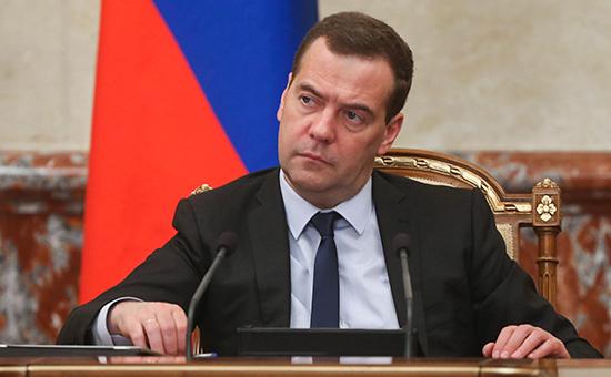 Премьер-министр России Дмитрий Медведев назаседании правительства РФ