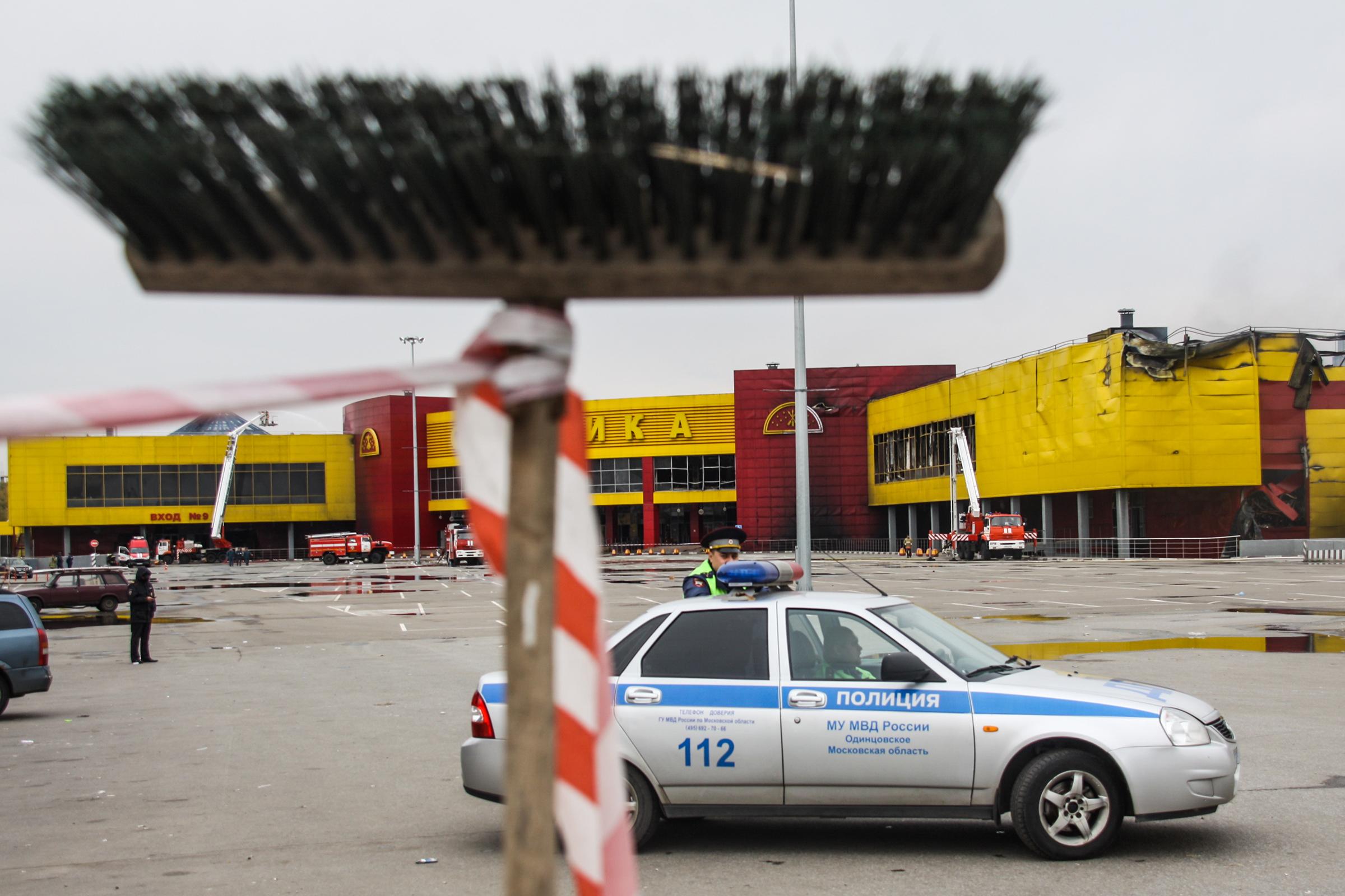 Пожар на строительном рынке «Синдика» произошел в воскресенье, 8 октября. Его площадь составила 55 тыс. кв. м