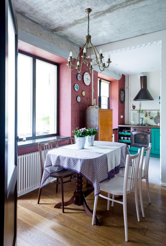 Благодаря перепланировке пространство квартиры визуально увеличилось