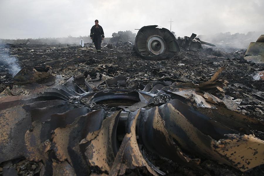 На месте крушения Boeing 777 рейса MH17