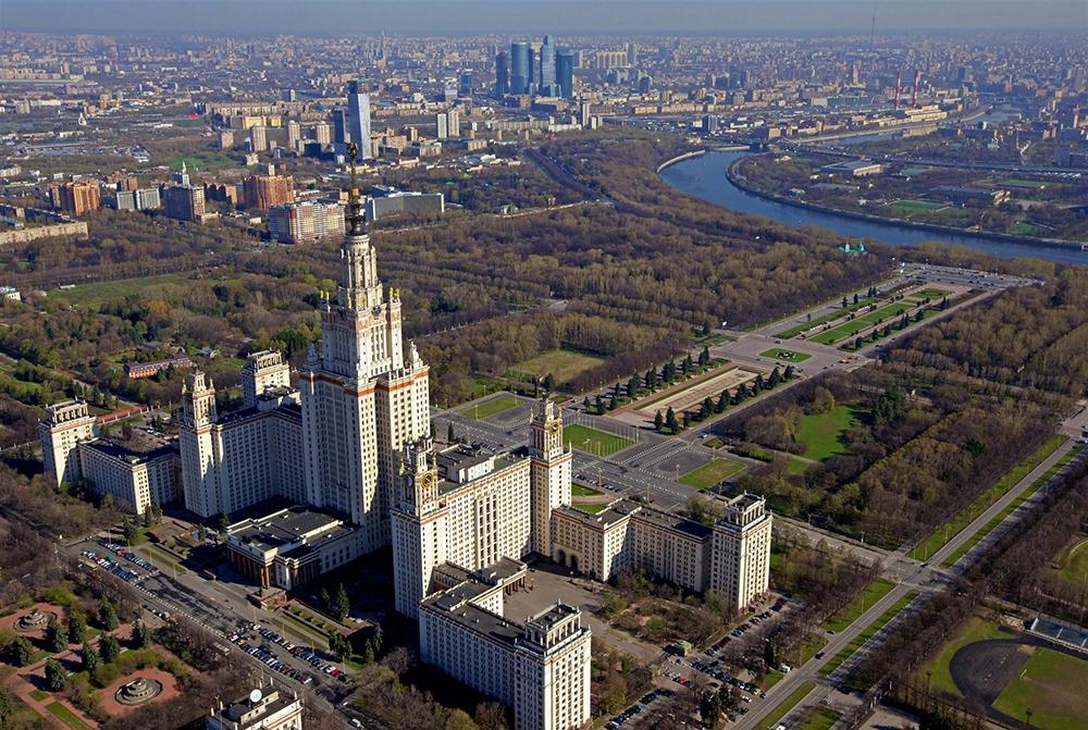 Общая площадь территории МГУ составляет 122 га, из них 69 га пока не застроены