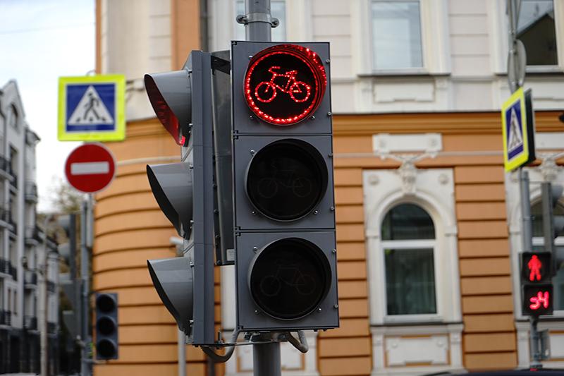 Светофор для велосипедистов на Большой Никитской. Сентябрь 2016 года