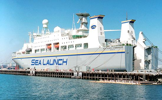 """Лонг-Бич. Сборочно-командное судно компании Sea Lounch, осуществляющей запуски космических аппаратов в рамках международной программы """"Морской старт"""" (архивное фото)"""
