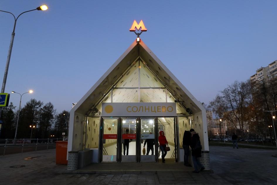 Вестибюль станции «Солнцево» Солнцевской линии Московского метрополитена
