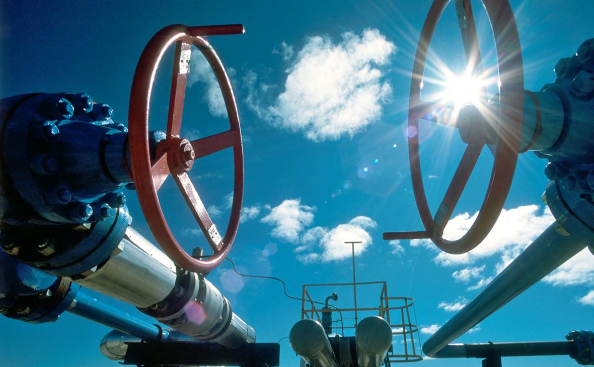 Вентили на нефтепроводе у Восточно-Таркосалинского газоконденсатного месторождения в Ямало-Ненецком автономном округе