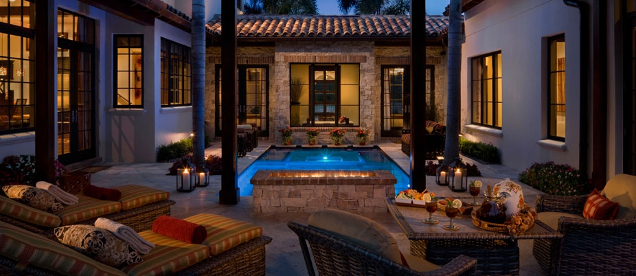 В каждом из домов жилого комплекса роскошные интерьеры.