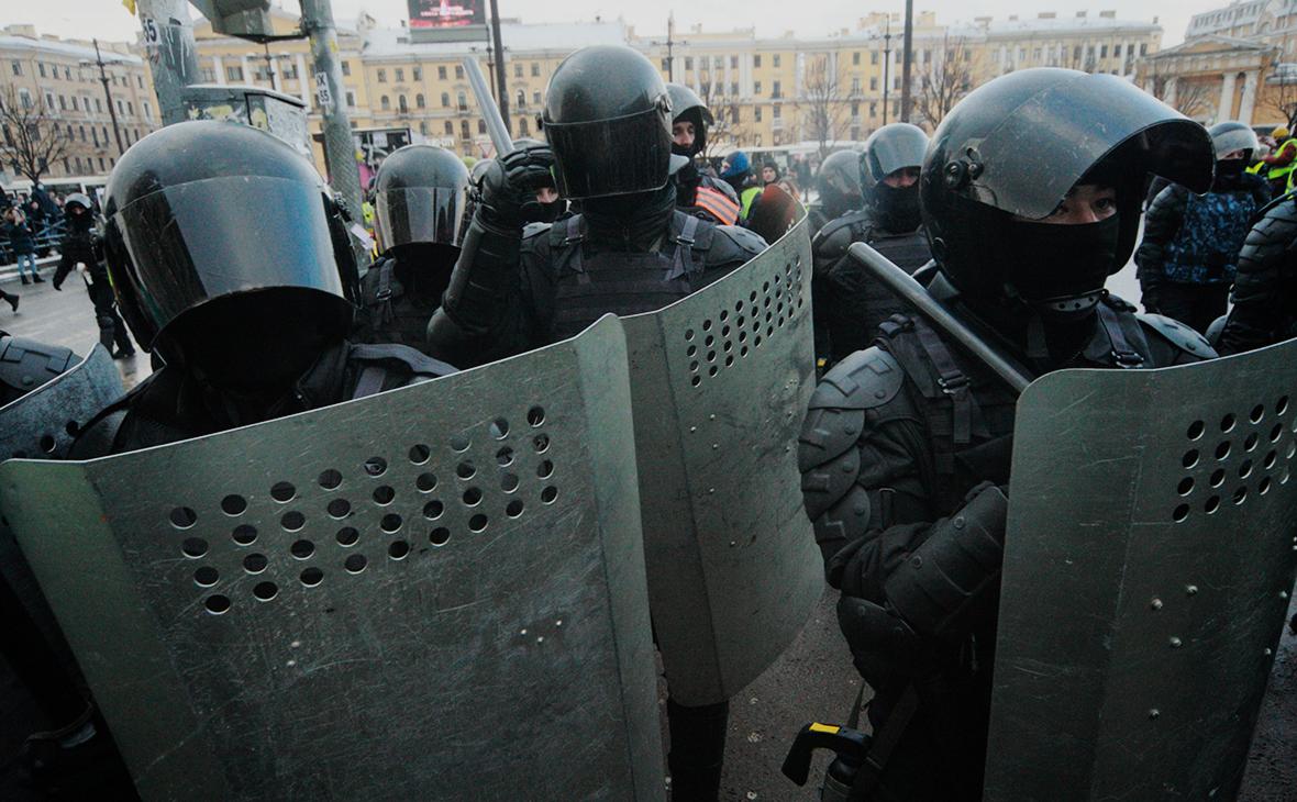 Обвиняемый в нападении на силовиков на митинге получил условный срок