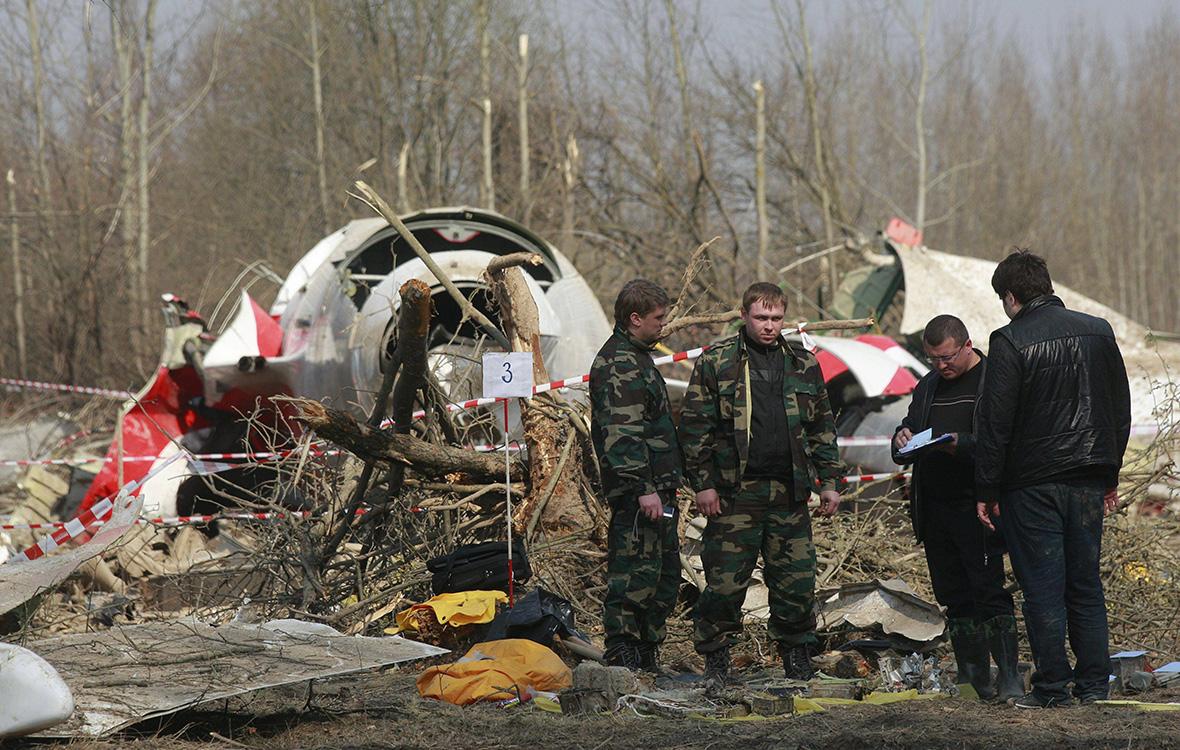 Обломки Ту-154 президента ЛехаКачиньского под Смоленском. 10 апреля 2010 года