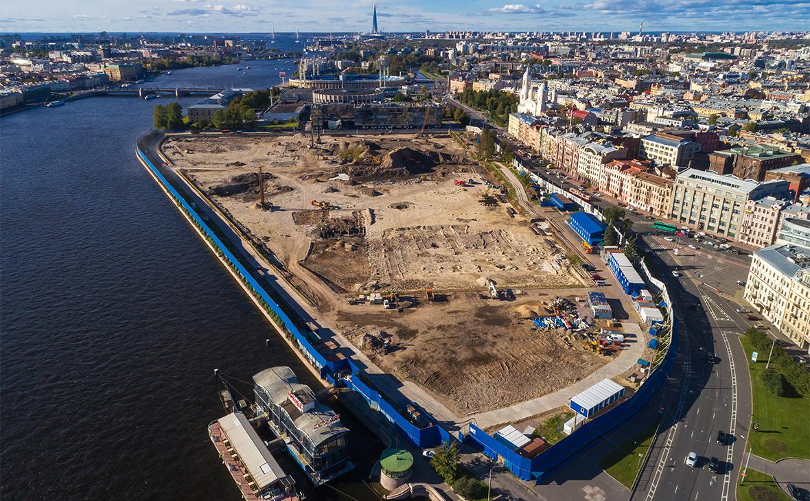 Вид на строительство судебного квартала на набережной Невы