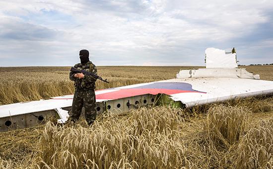 Место падения пассажирского самолета «Малайзийских авиалиний» Boeing 777 вДонбассе