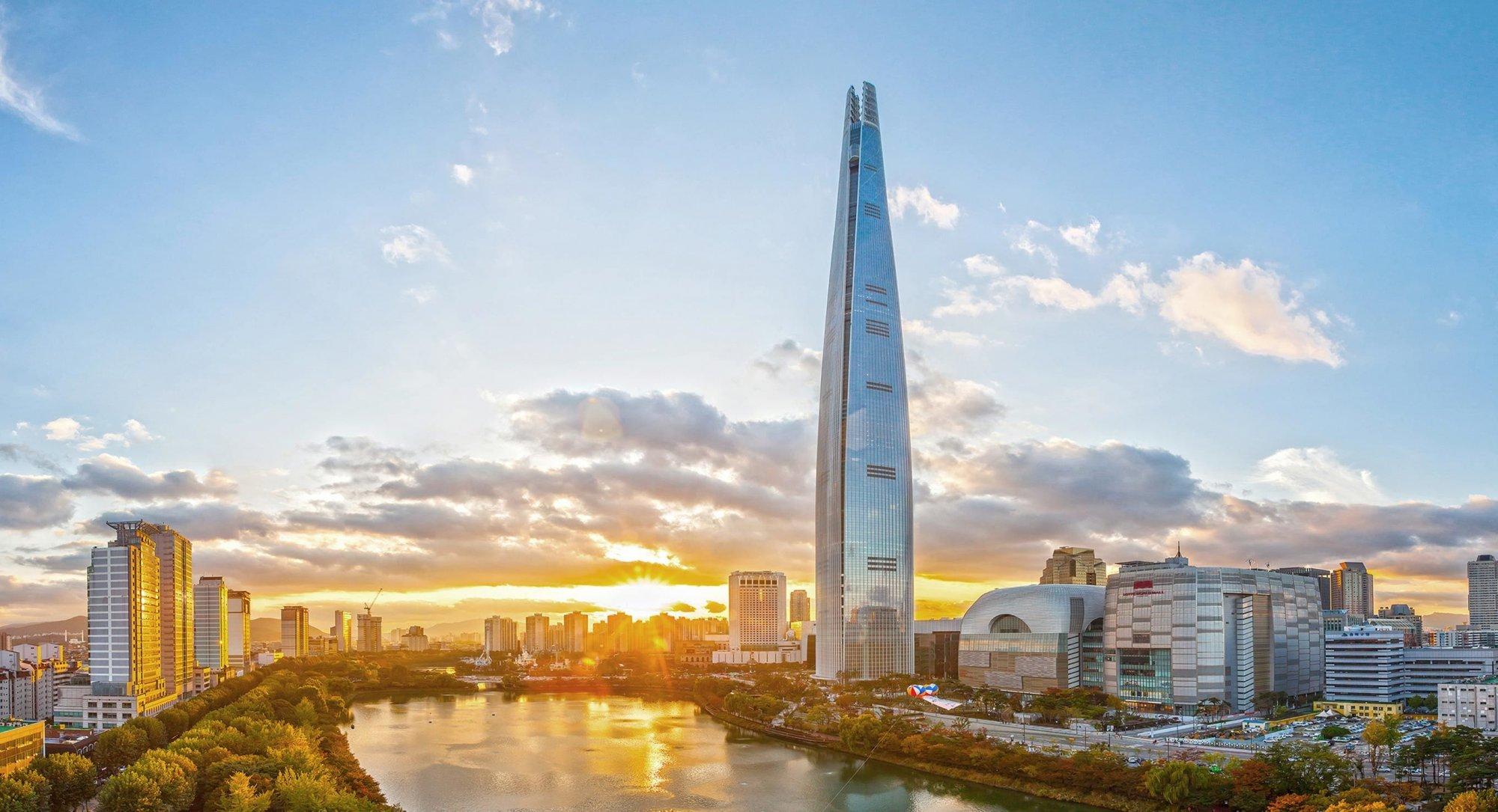 № 5. Lotte World Tower   Высота:554,5м, 123 этажа Место: Сеул, Южная Корея Назначение: отель иофисы Архитектура: Kohn Pedersen Fox Associates (KPF) Дата строительства: 2017 год