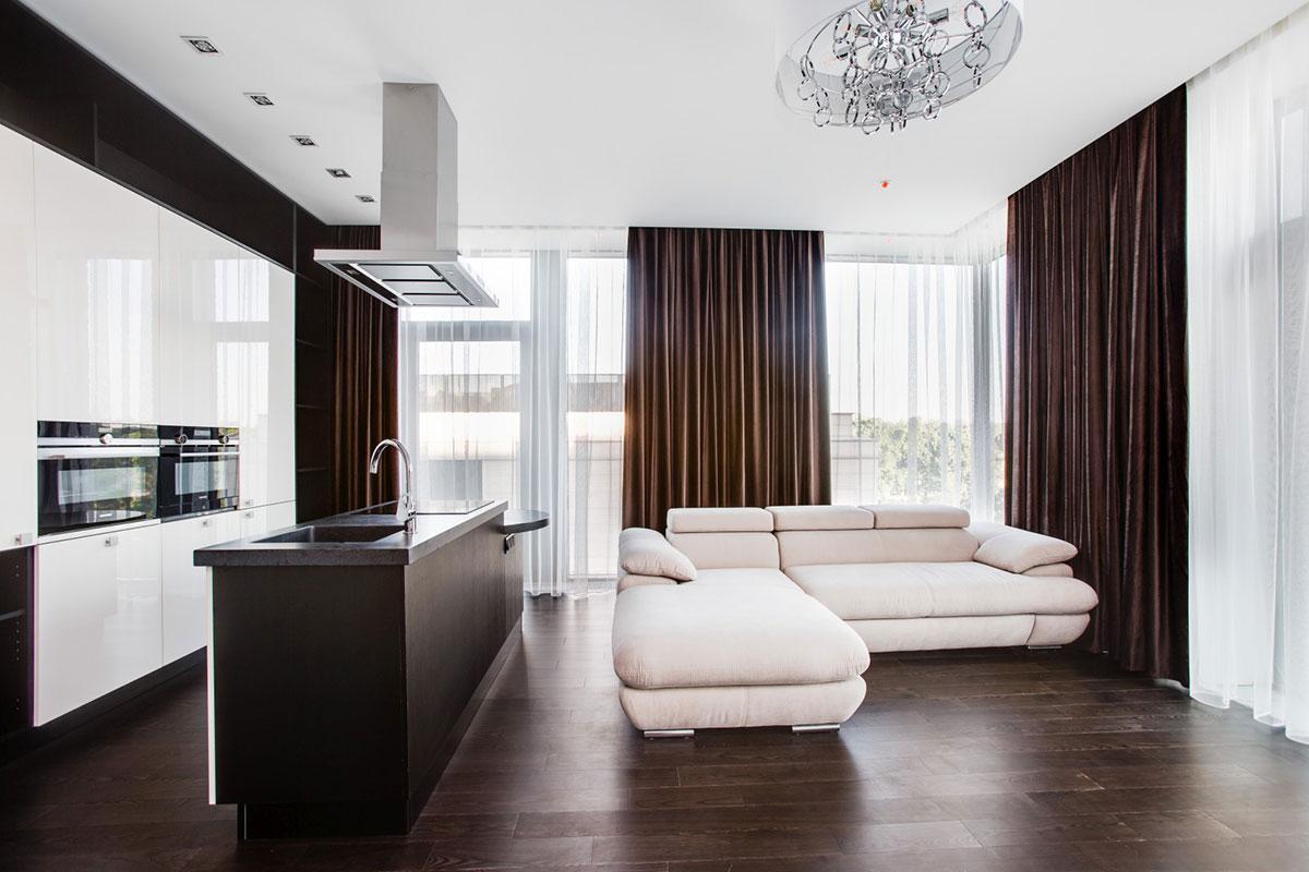 Трехкомнатные апартаменты с дизайнерской отделкой в элитном ЖК «Воробьев Дом» в районе Раменки