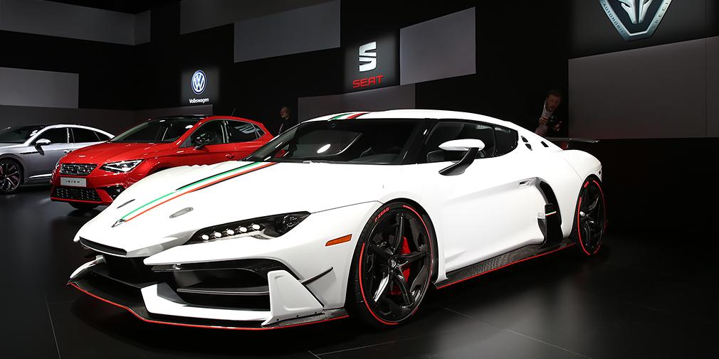 Italdesign Zerouno  Первый самостоятельный проект компании Italdesign Automobili Speciali, основателем которой является все тот же Джорджетто Джуджаро, два года назад продавший акции дизайн-студии Italdesign Guigiaro S.p.A. компании Audi. Среднемоторное купе с карбоновым монококом и кузовом из композитных материалов оснащено двигателем V10 объемом 5,2 л от Audi R8. Серийную версию обещают выпустить уже к концу года в количестве 10 экземпляров.