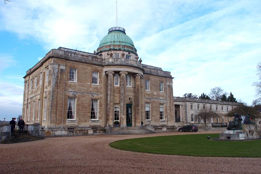 Особняк Tyringham Hall построен величайшим английским архитектором  Джоном Соуном. Графство Бакингемшир.