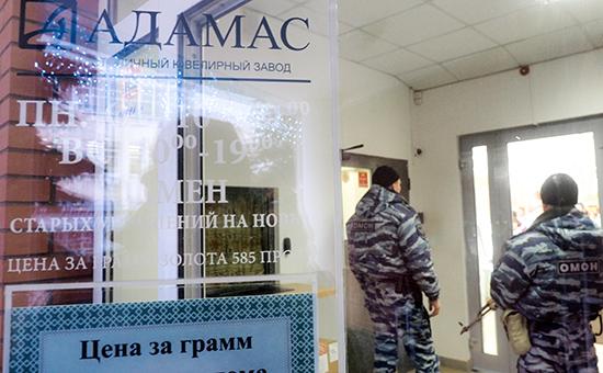 Во время обысков ивыемки документов назаводе ювелирной компании «Адамас»