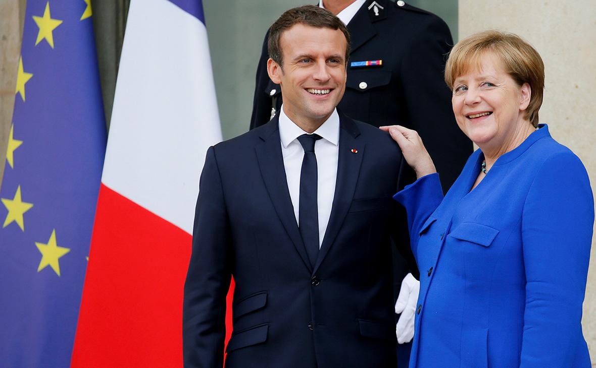 Эмманюэль Макрон иАнгела Меркель(слева направо)