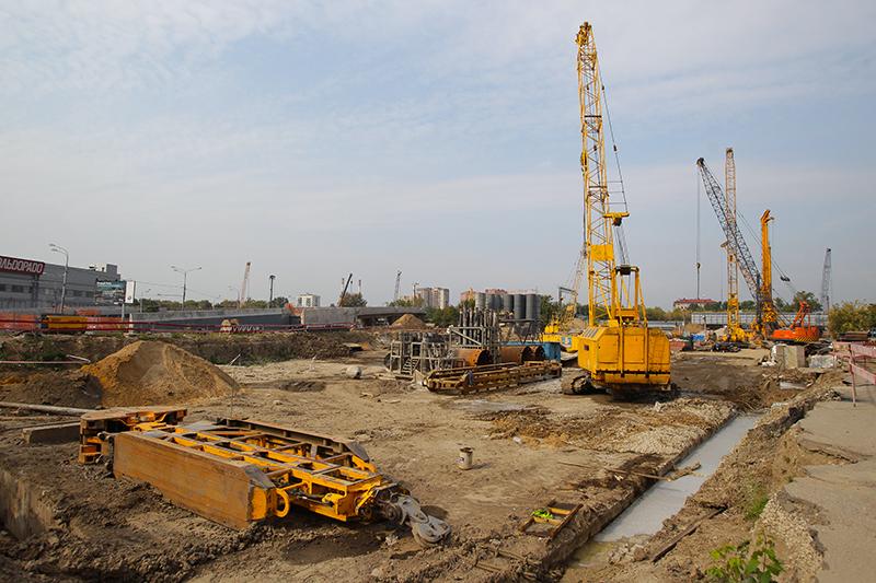 «Нижегородская улица»— первая станция, которую построят вМоскве «мадридским методом» (береговые платформы и10-метровый тоннель посередине) попроекту испанской компании «Бустрен». Для строительства тоннеля власти уже заказали щит за800 млнруб.
