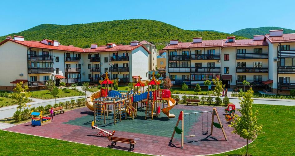 В центре Сукко построены несколько коттеджных поселков встиле альпийских шале