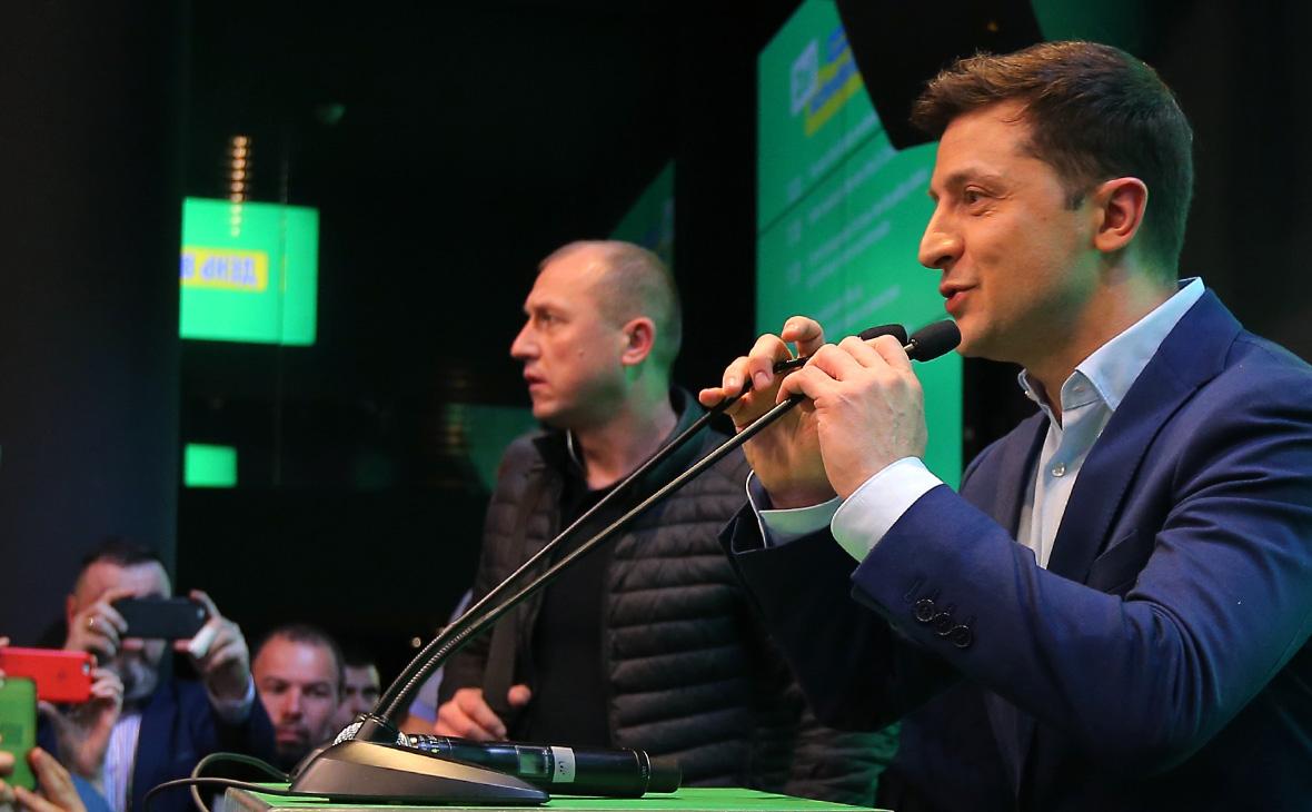 Владимир Зеленский (справа)