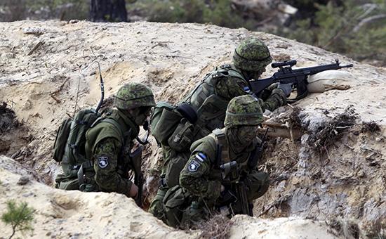 Эстонские солдаты на военных учениях