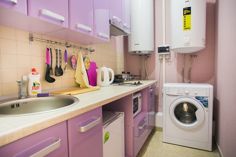 На кухне в хостеле можно не только приготовить еду, но и постирать белье