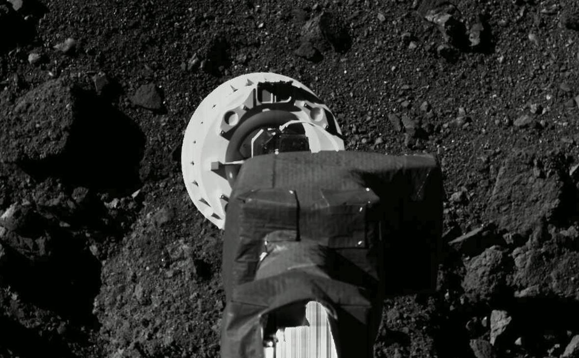 Сбор образцов грунта с астероида зондомOSIRIS-REx