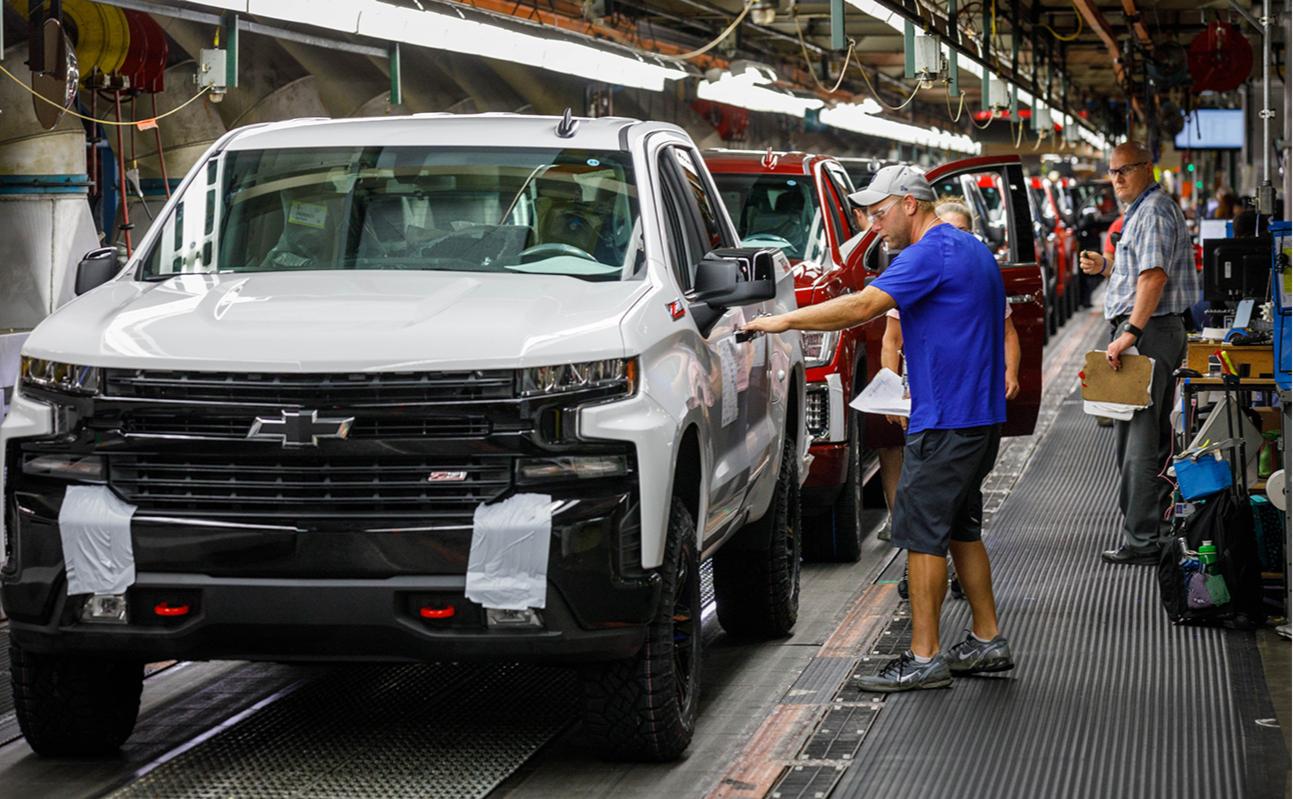 Завод GM Chevrolet Silverado и GMC Sierra по производству пикапов в Форт-Уэйне, штат Индиана, США.