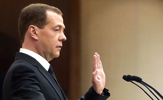 Transparency попросила Путина проверить Медведева на конфликт интересов