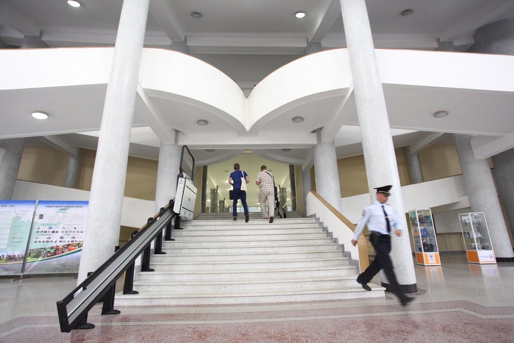 Лестница в центральном корпусе