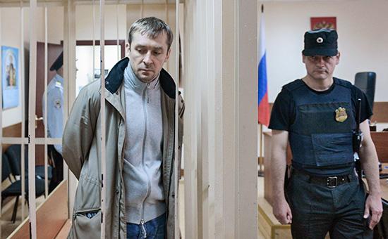Полковник МВД Дмитрий Захарченко (слева)