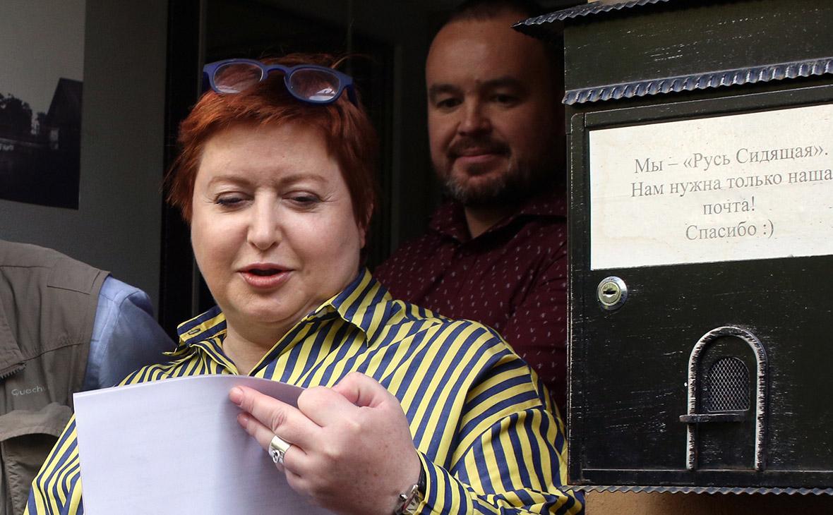 Ольга Романова у офиса организации «Русь сидящая»