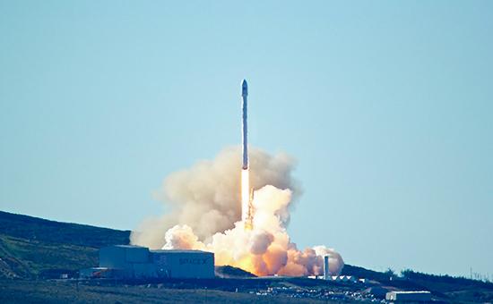 Запускракеты-носителя Falcon 9. 14 января 2016 года