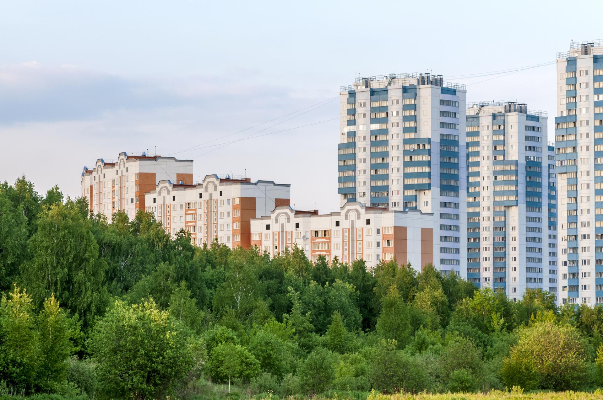 Многоэтажные ЖК рядом с зеленой зоной