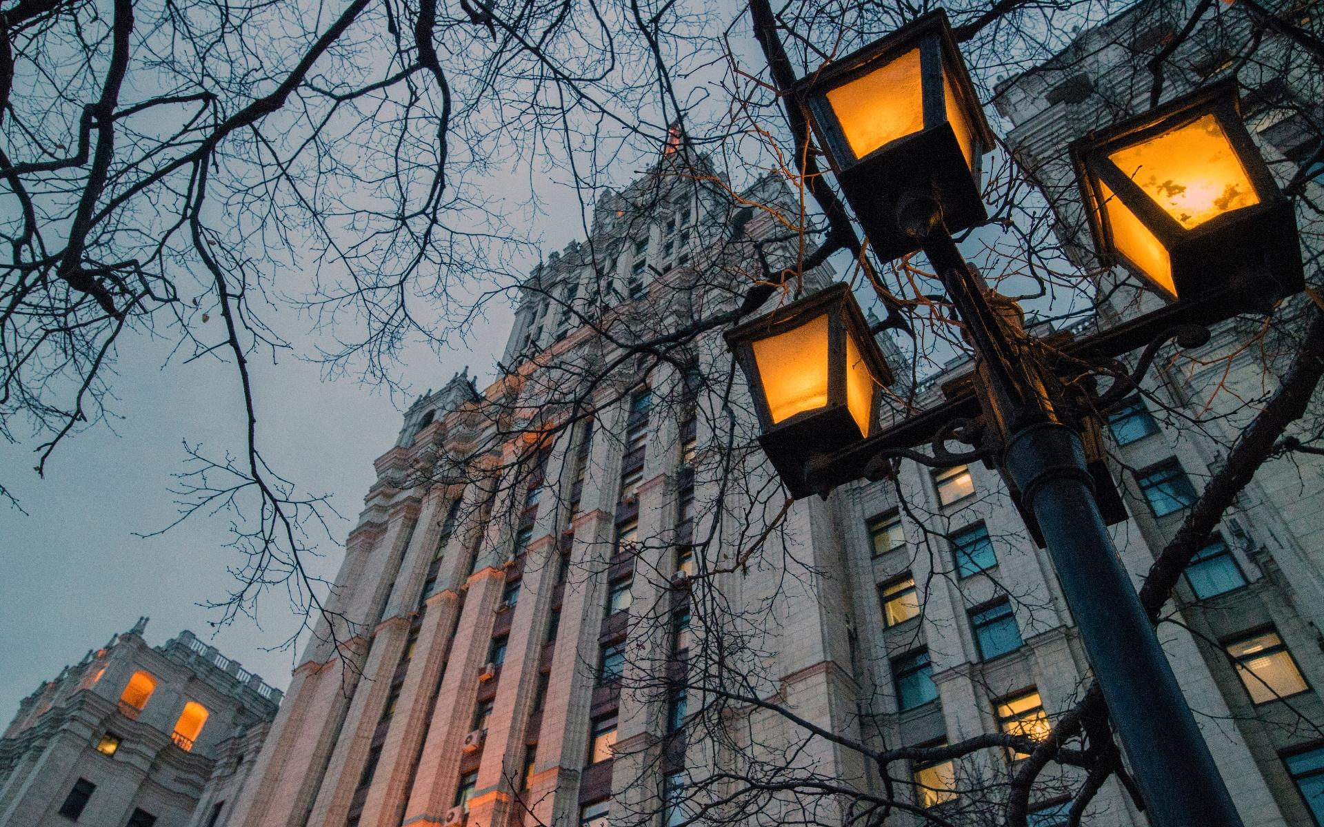 Вид на административно-жилое здание на площади Красные Ворота