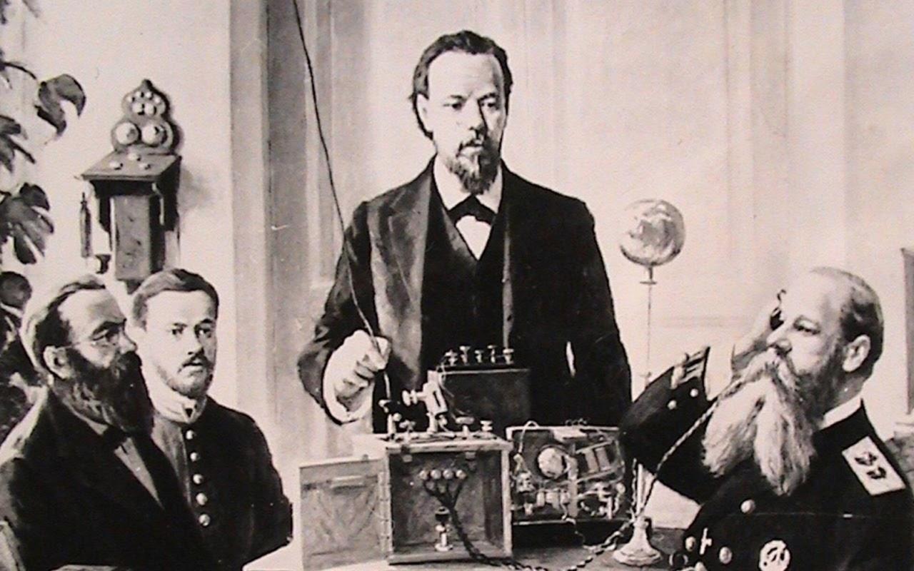Попов проводит первый сеанс радиосвязи