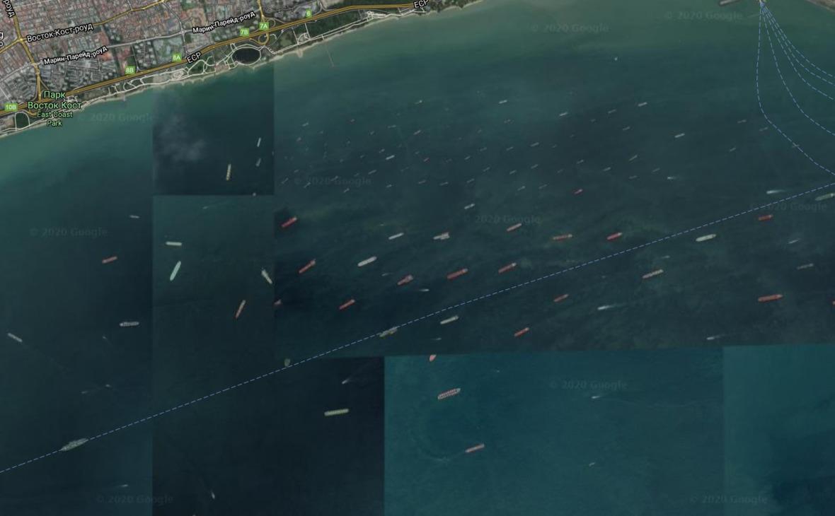 Танкеры рядом с побережьем Сингапура, который является одним из крупнейших перевалочных пунктов в транспортировке нефти