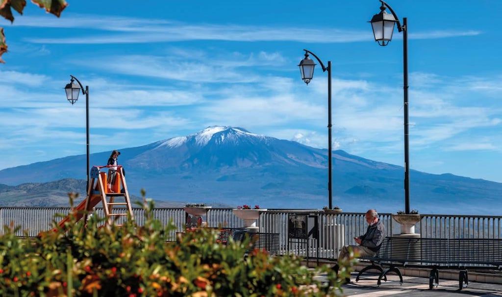 Жители Троины могут наслаждаться видами на вулкан Этну