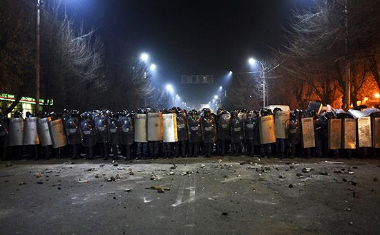 Полиция перекрыла дорогу к российскому консульству в городе Гюмри во время столкновений с демонстрантами