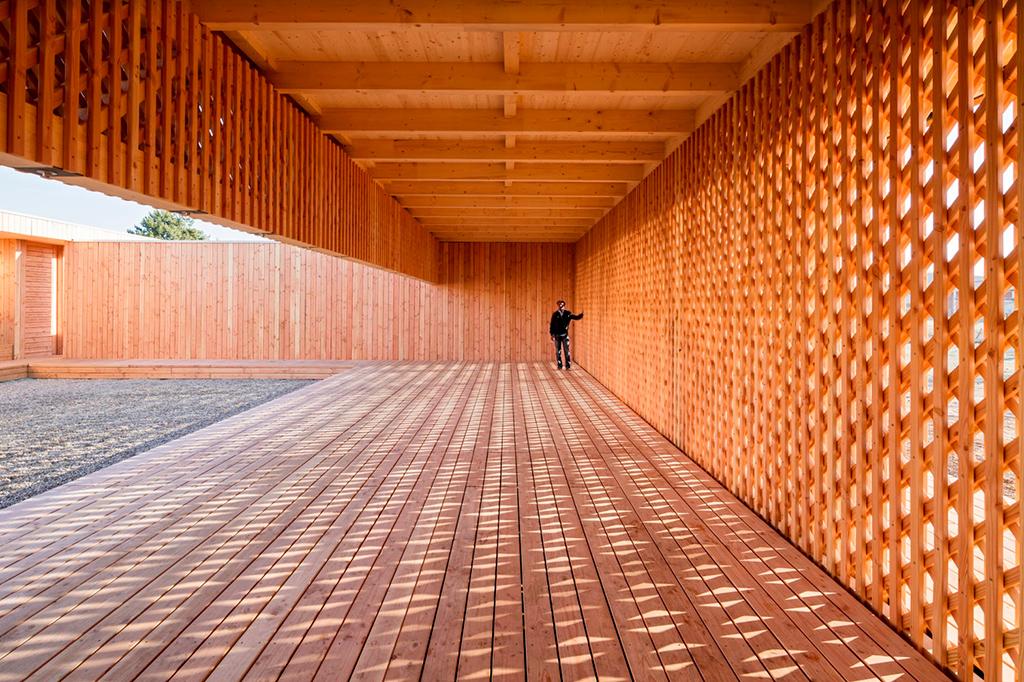 Название проекта: Atelier U20 Какой вуз представляет: Технический университет Kaiserslautern, Германия   Деревянный павильон для встреч и общения беженцев