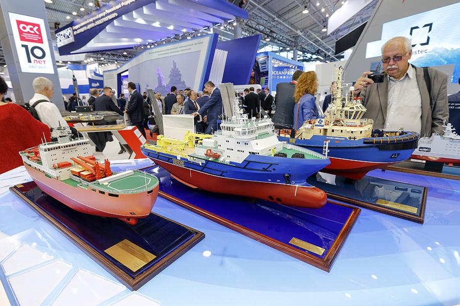 Стенд ОСК на Международном военно-морском салоне