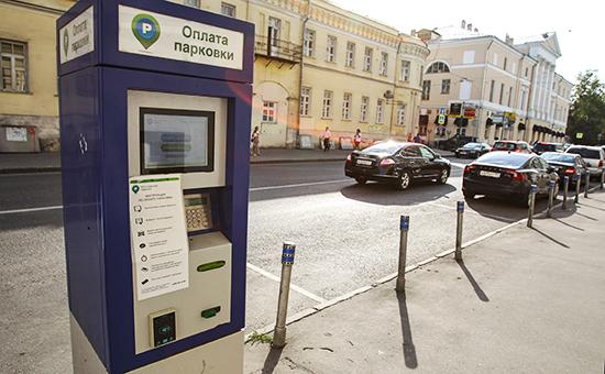 Паркомат в зоне платной парковки в Москве