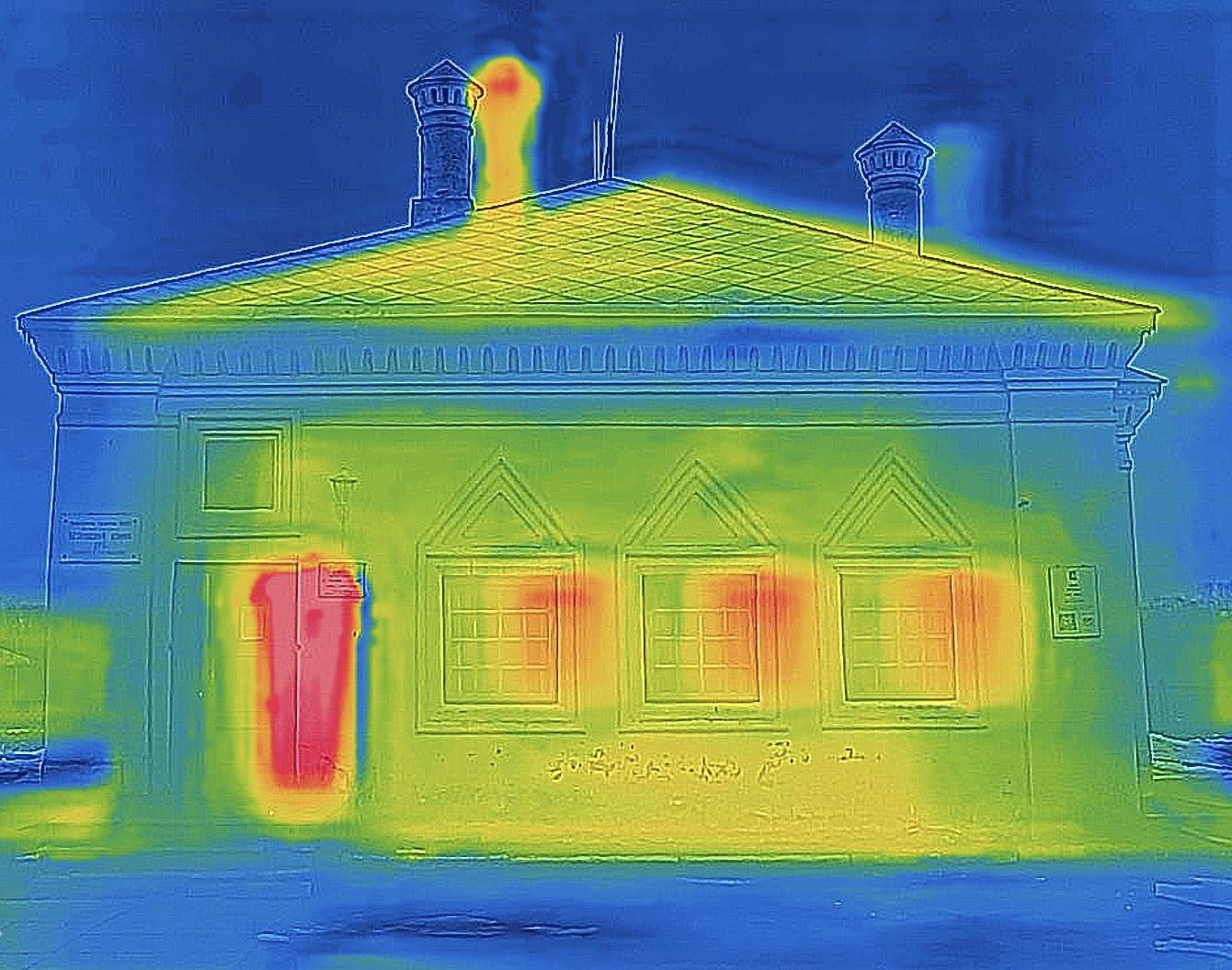 Самый теплый из исследованных домов— исторический— дом-музей Петра I в Вологде