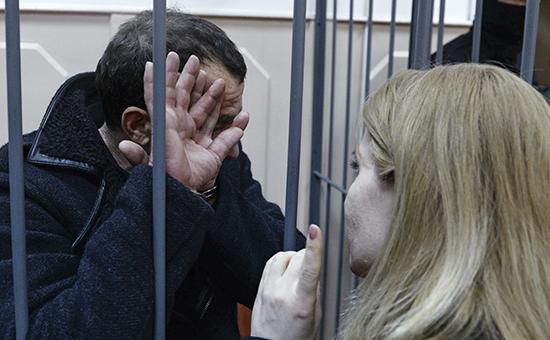 Один из подозреваемых в убийстве политика Бориса Немцова на заседании Басманного суда в городе Москве