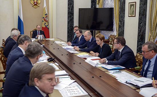 Президент РФ Владимир Путин проводит в Кремле совещание по вопросам проведения приватизации, 1 февраля 2016 года